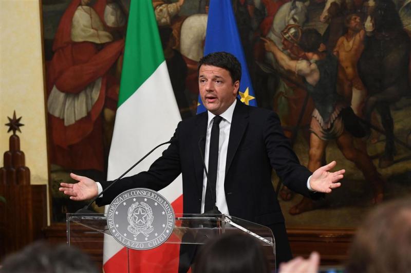 President vraagt Renzi nog even te blijven