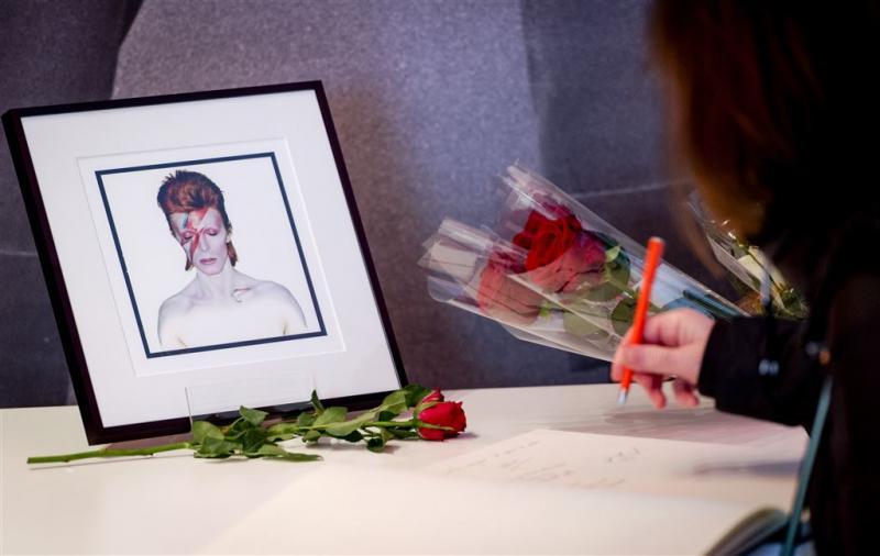 Standbeeld David Bowie na inzamelingsactie