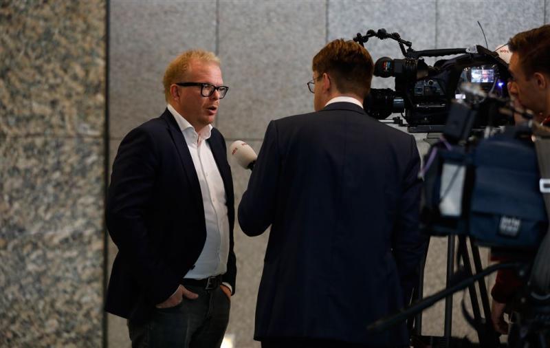 Roos trotseert interviewverbod Tweede Kamer