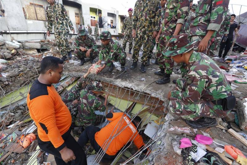 Reddingswerk gaat door na aardschok Indonesië