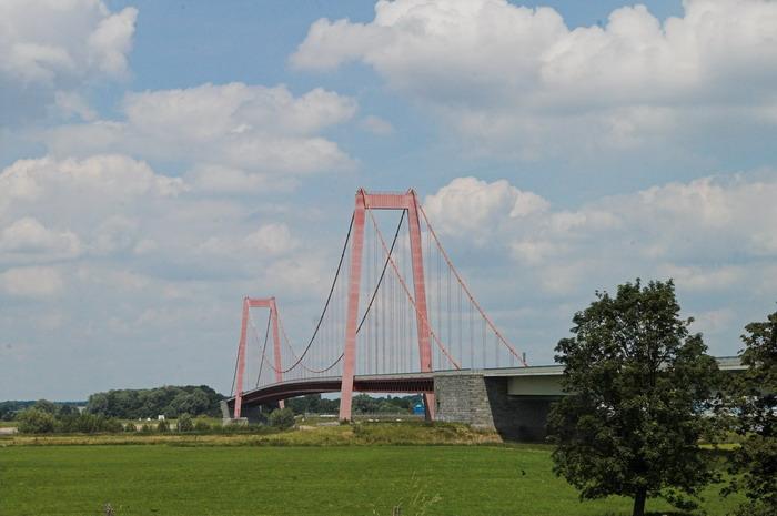 De rijnbrug bij Emmerich in Duitsland