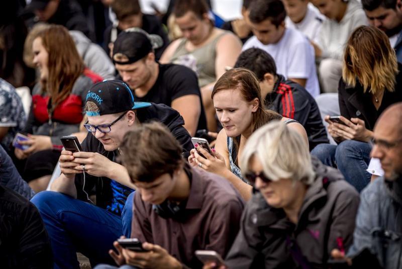 Bijna alle internetgebruikers surfen mobiel