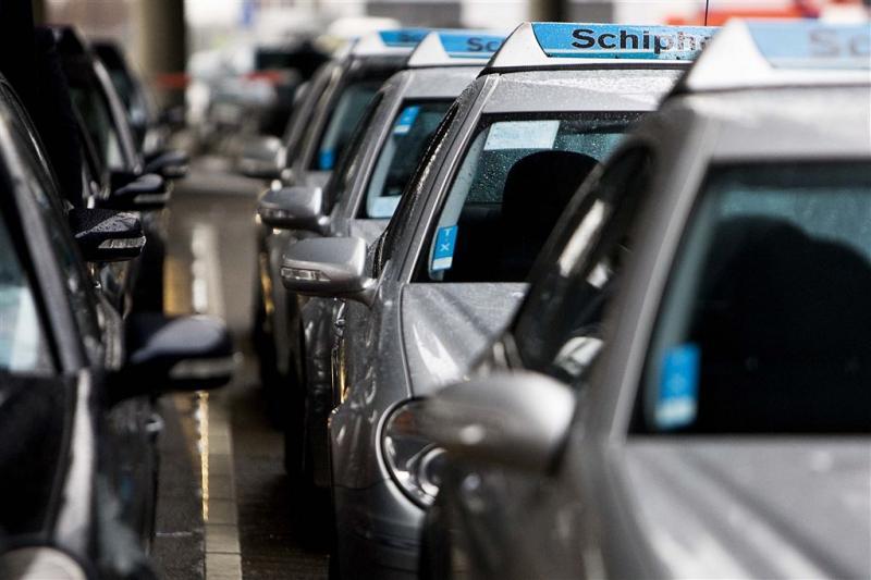 Taxiverbod tegen overlast ronselaars Schiphol