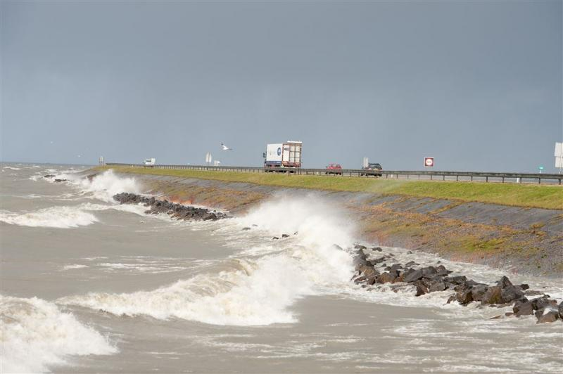 Opfrisbeurt voor de Houtribdijk