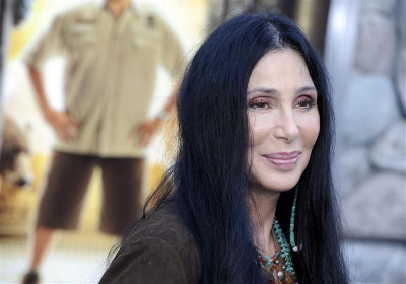 Cher aangeklaagd om albumcover