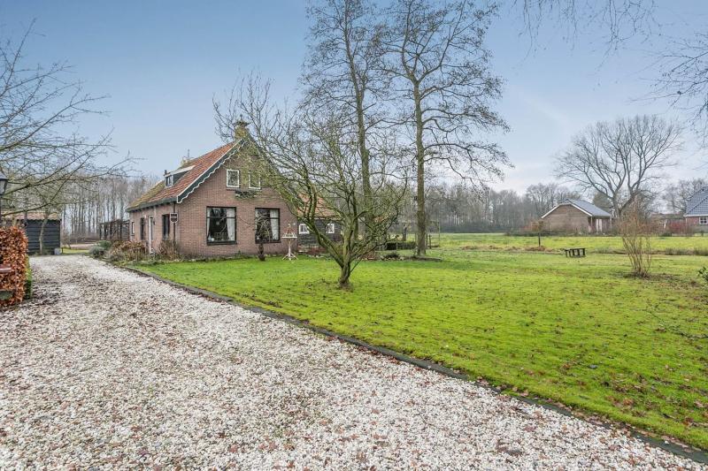 Oldskool boerderij bij Heerenveen (Foto: Funda)
