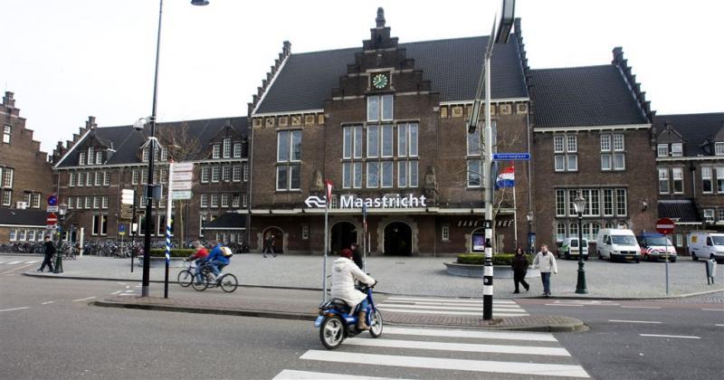 Botsing 2 treinen bij station Maastricht