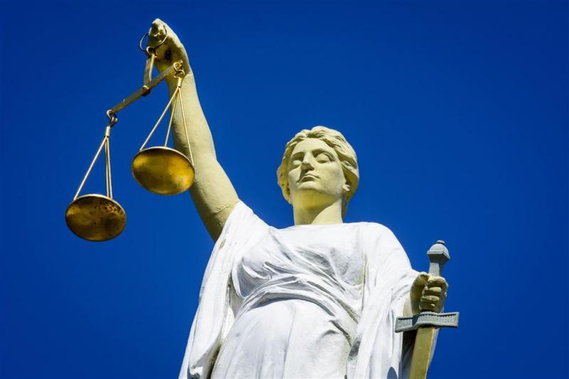 Celstraf voor neersteken gevangenismedewerker