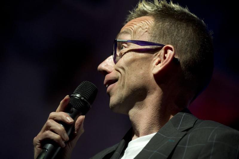 Dolf Jansen zet oudejaarsshow vrijdag online