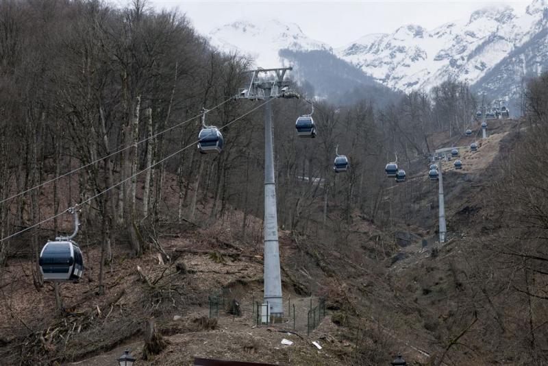 Wintersporters uren vast in stoeltjeslift