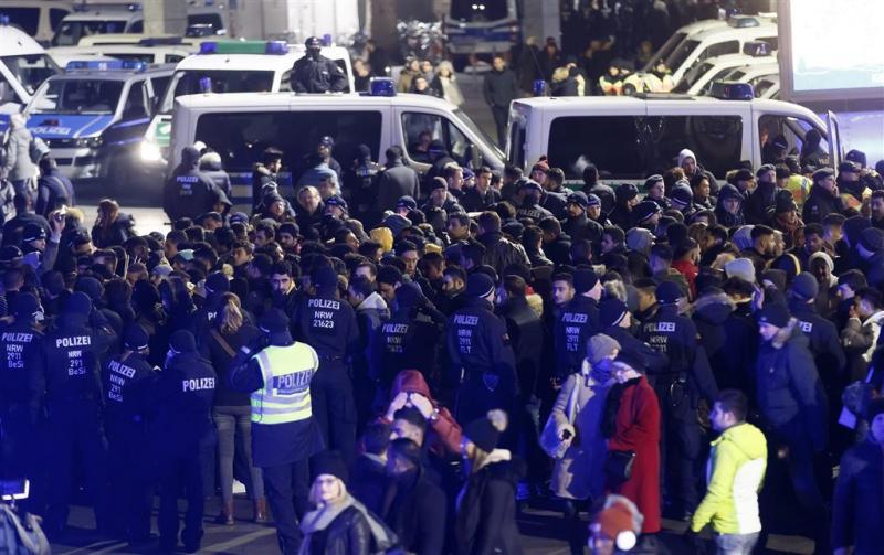 Veel mannen aangehouden door politie Keulen