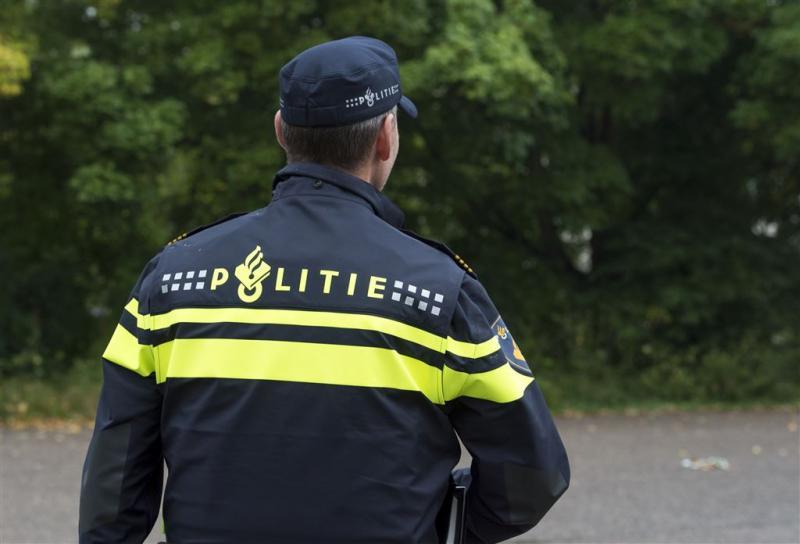 Vuurwerk naar politie geschoten in Amsterdam