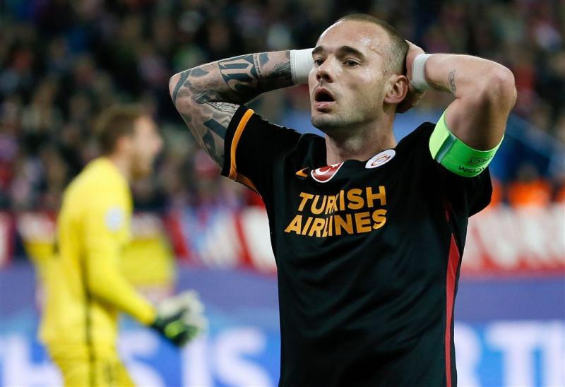 Moeder Wesley Sneijder: ga weg uit Istanbul