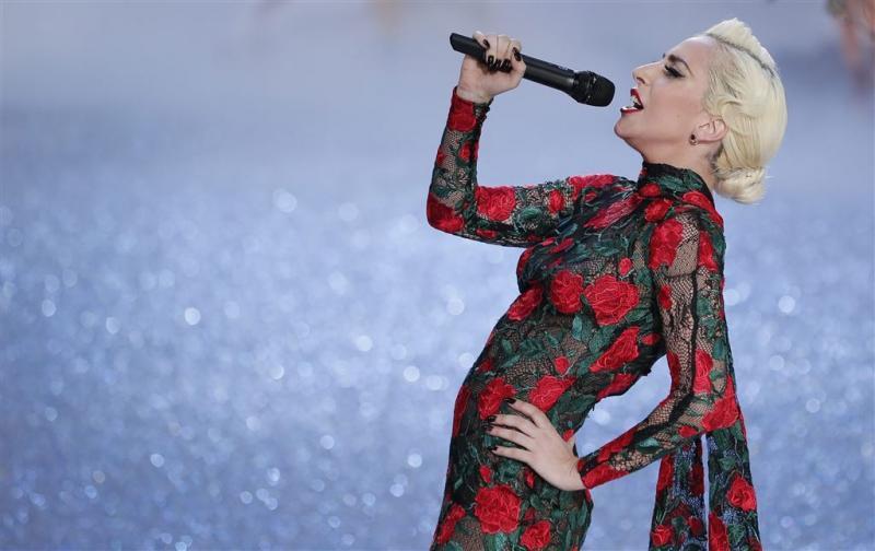 Geen gedurfde kleding Gaga bij Super Bowl