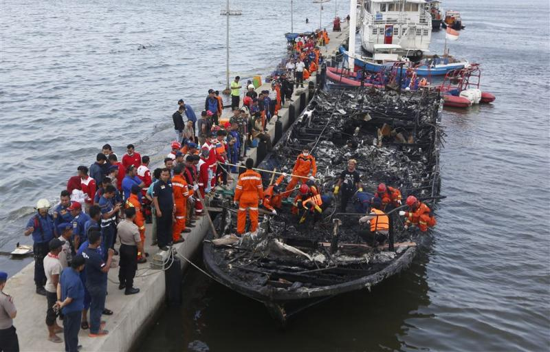 23 doden door brand op boot Indonesië