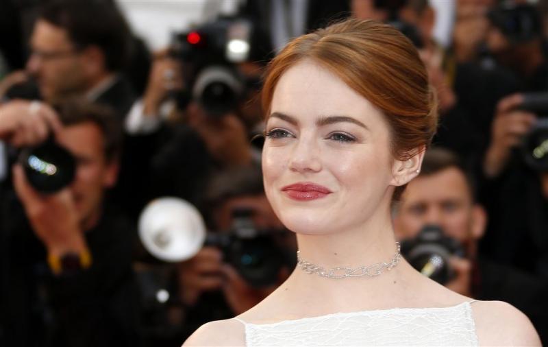 Emma Stone dol op duimzuigen
