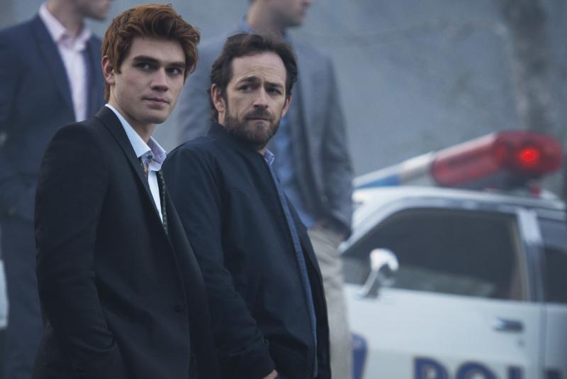 Riverdale: K.J. Apa en Luke Perry