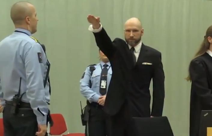Anders Breivik brengt opnieuw Hitlergroet in rechtbank