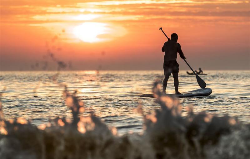 Japanse surfer uit oceaan gevist