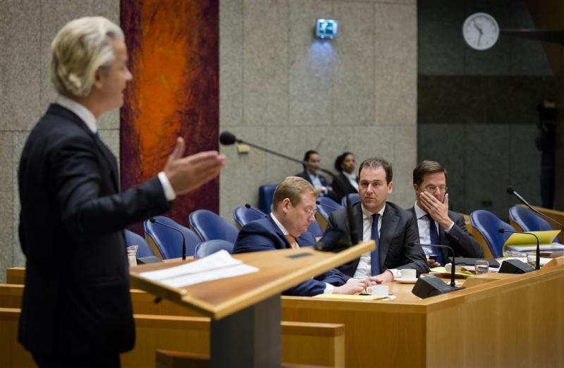 Asscher vergelijkt Wilders met oudjaarsvandaal