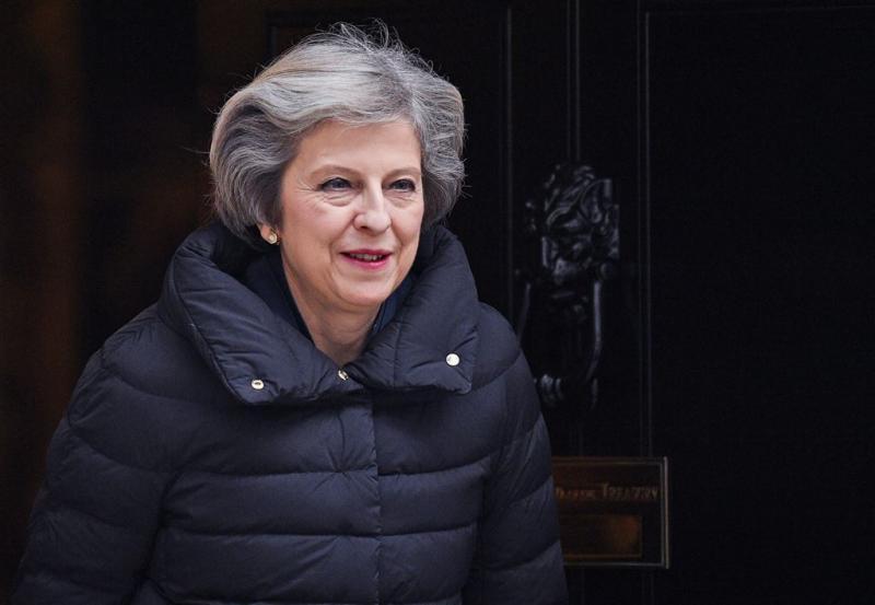 May wil eenheid op weg naar volledige brexit
