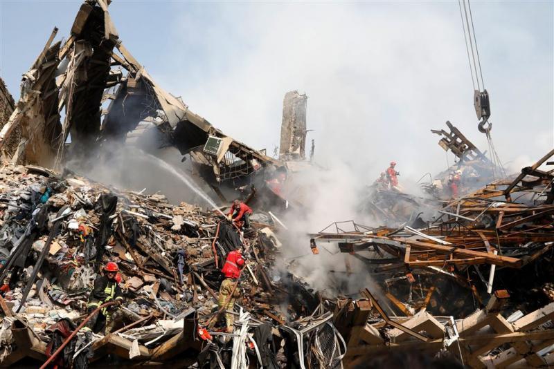 Nog 25 vermisten na instorten flat Teheran