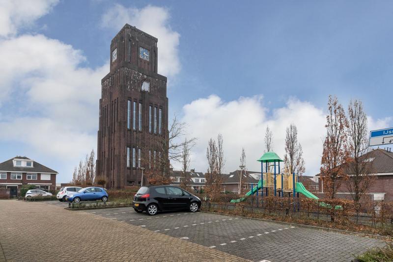 Monumentale watertoren in Moordrecht (Foto: Funda)