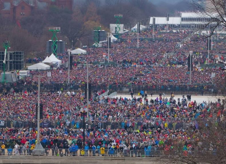 Lege vakken bij de inauguratie (foto: CNN)