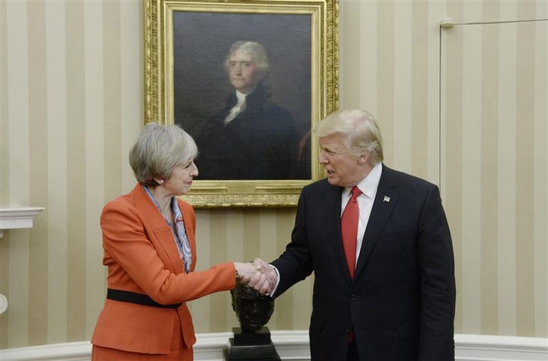 May: Trump 100 procent achter de NAVO