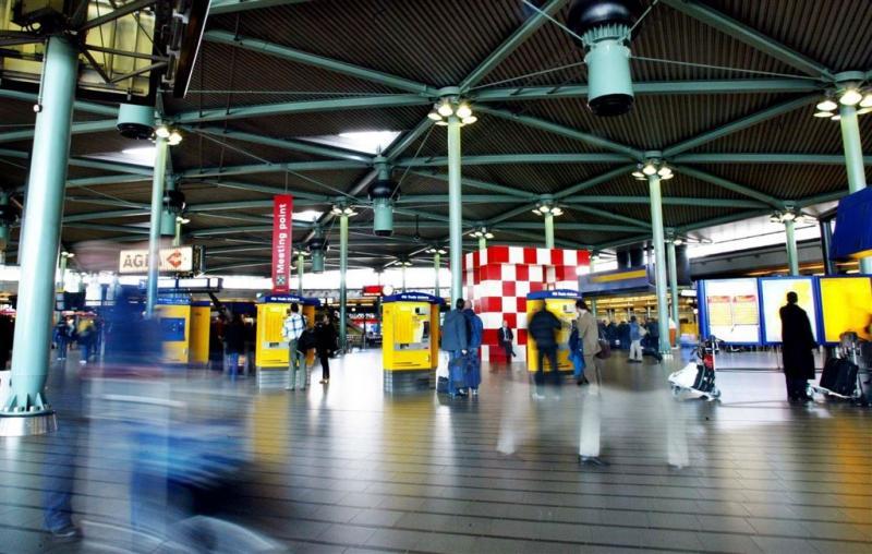 Supermarkt op Schiphol ontruimd om vloeistof