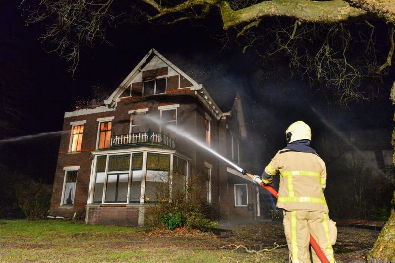 Voor vluchtelingen bestemde villa uitgebrand