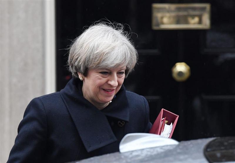 May kan doorgaan met brexit