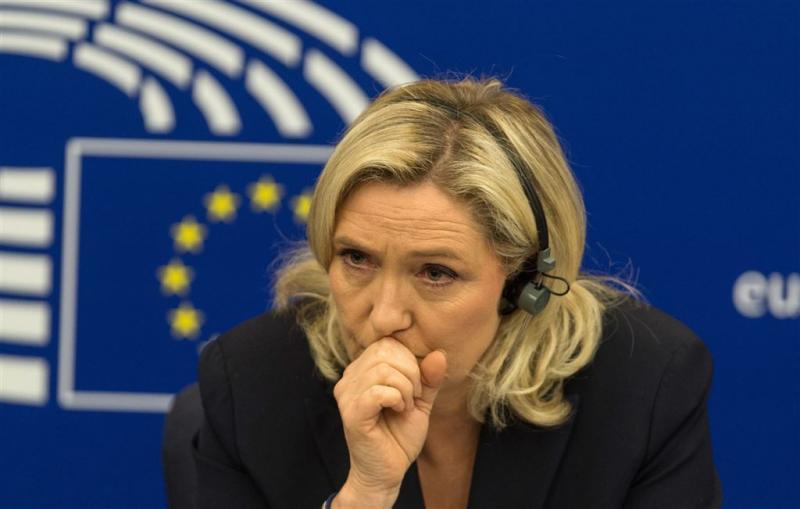 EU-parlement kort Marine Le Pen met 8500 euro
