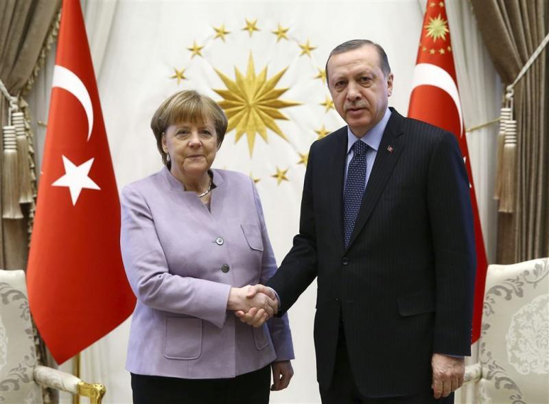 Merkel dringt bij Erdogan aan op persvrijheid