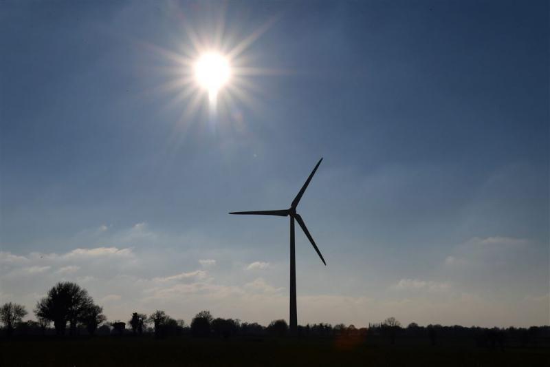Vliegtuigje botst tegen windmolen