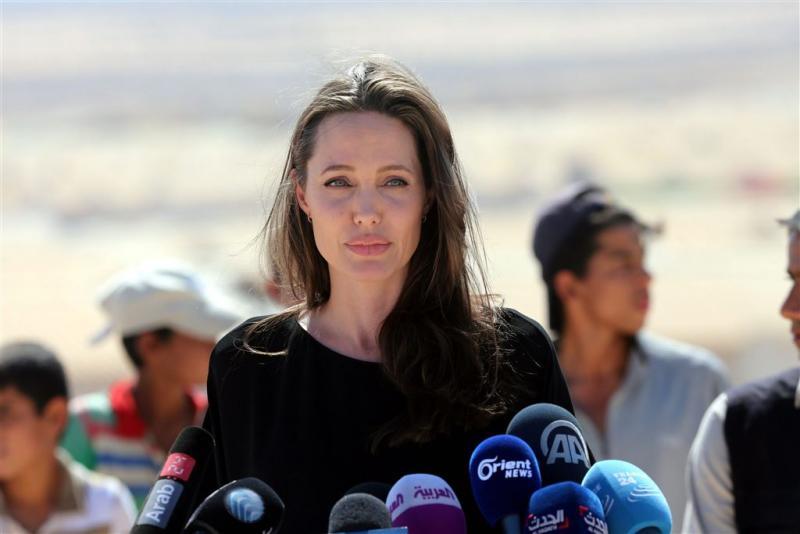 Jolie neemt het op voor vluchtelingen