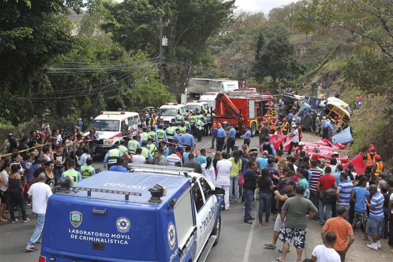 Busongeluk Honduras eist zestien levens