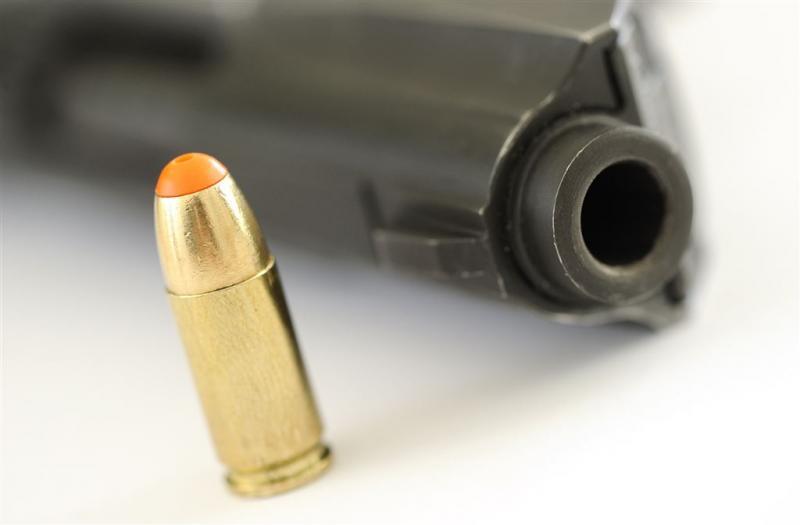 Vuurwapen en munitie in cel gedetineerde