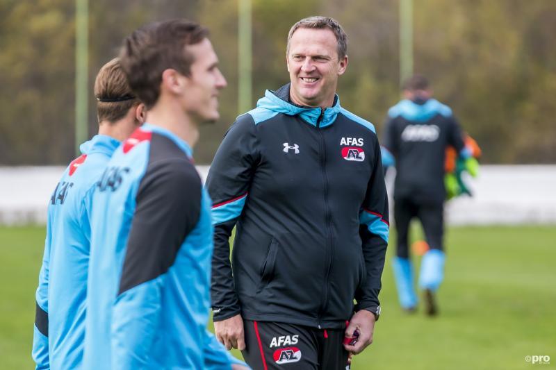 Van den Brom ook volgend seizoen hoofdtrainer AZ (Pro Shots / Ed van de Pol)