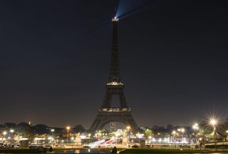 Parijs bouwt afzetting rond Eiffeltoren