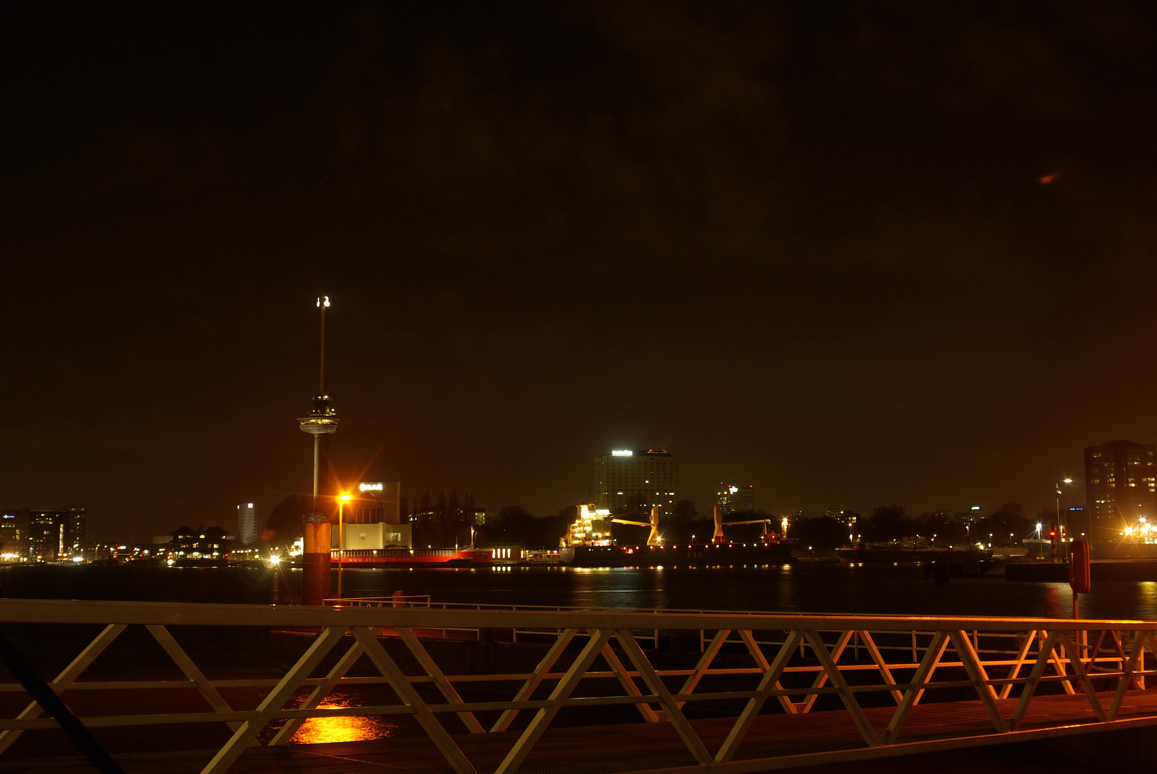 Rotterdam in het donker (archieffoto: Disbatch)