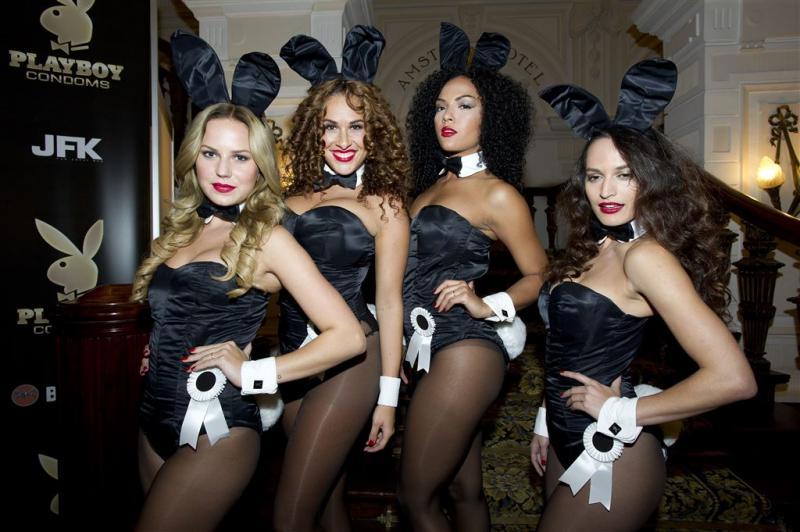 Playboy gooit roer om: toch weer blootfoto's