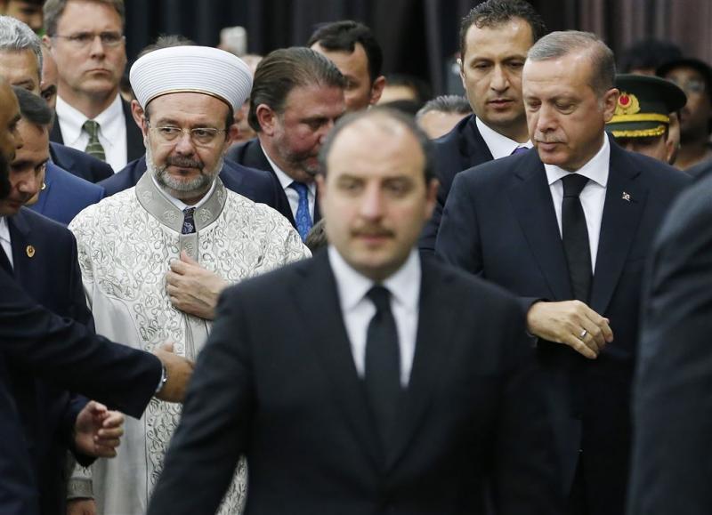 Turkije haalt zes imams terug uit Duitsland
