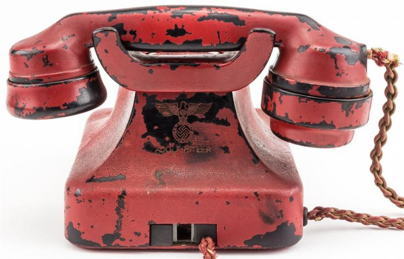 Telefoon Hitler levert ruim twee ton op