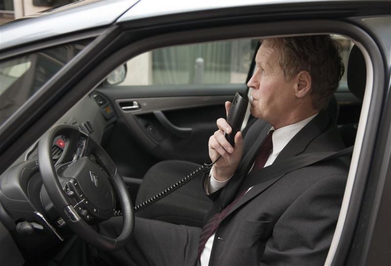 'Ademslot en begrenzer verplicht in auto's'