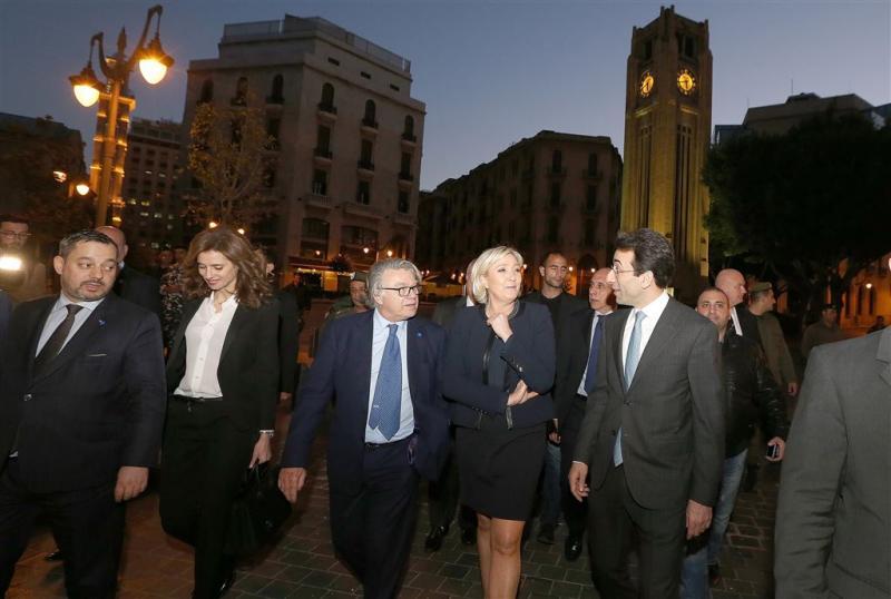 Le Pen weigert hoofddoekje in Beiroet