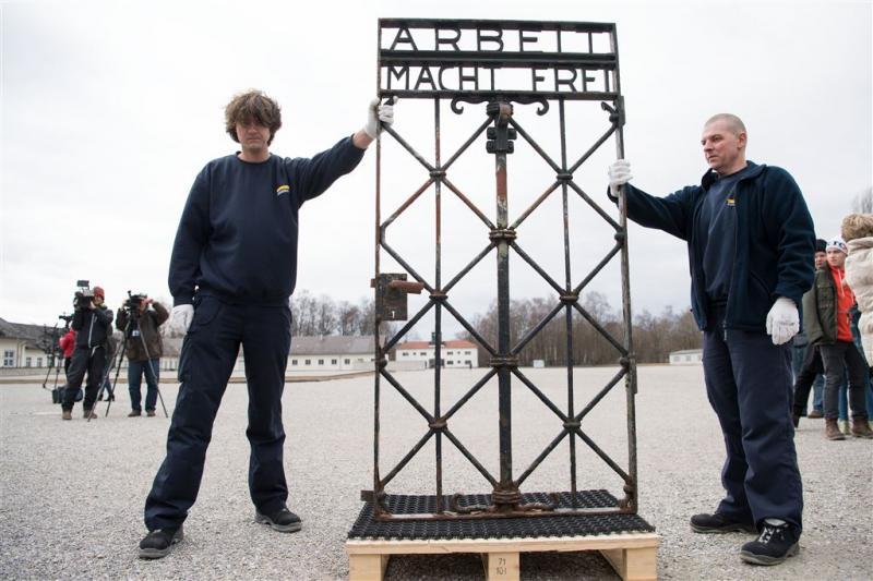 Dachau heeft gestolen poort terug