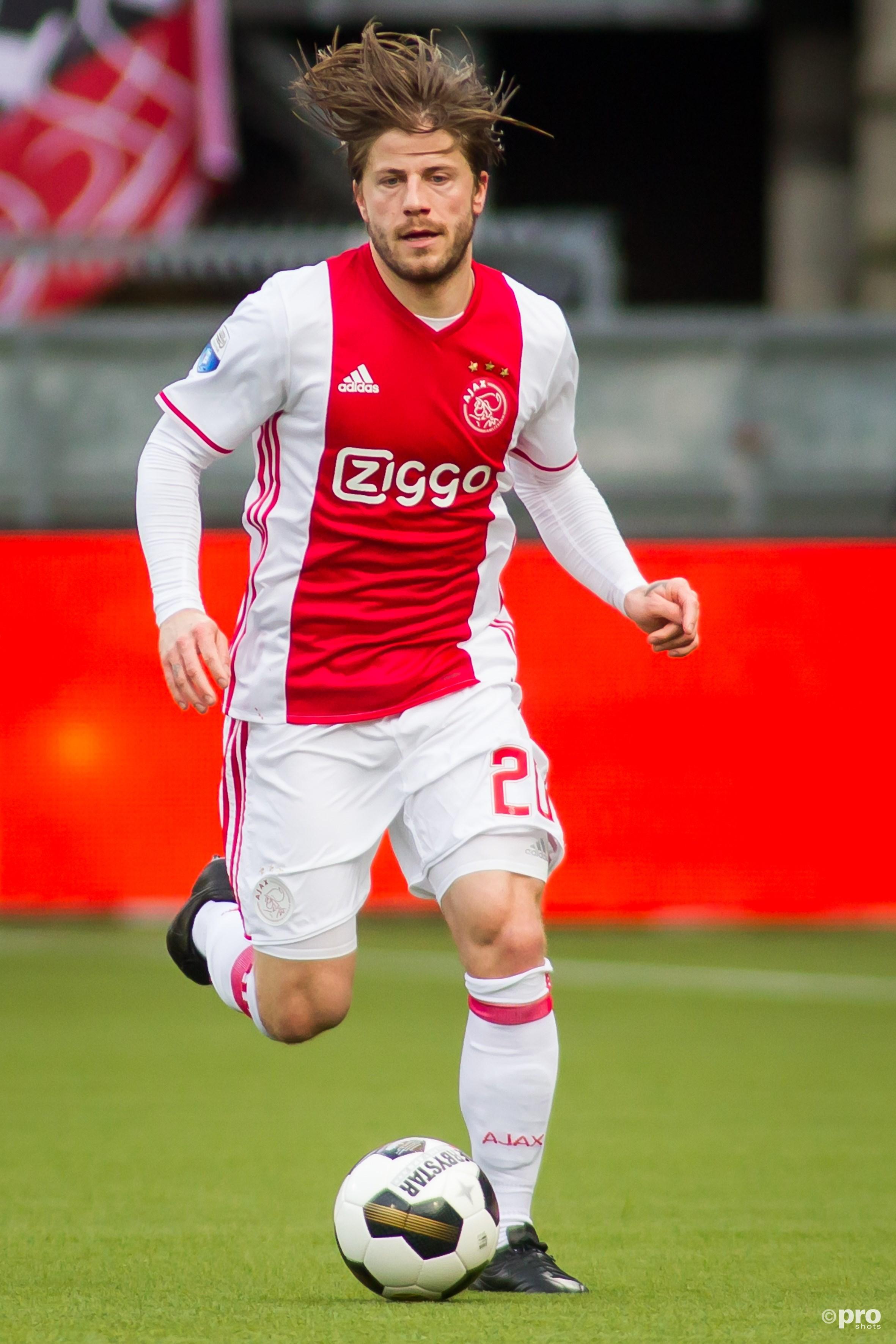Lasse Schöne blijft twee jaar langer in dienst van Ajax. (PRO SHOTS/Stanley Gontha)