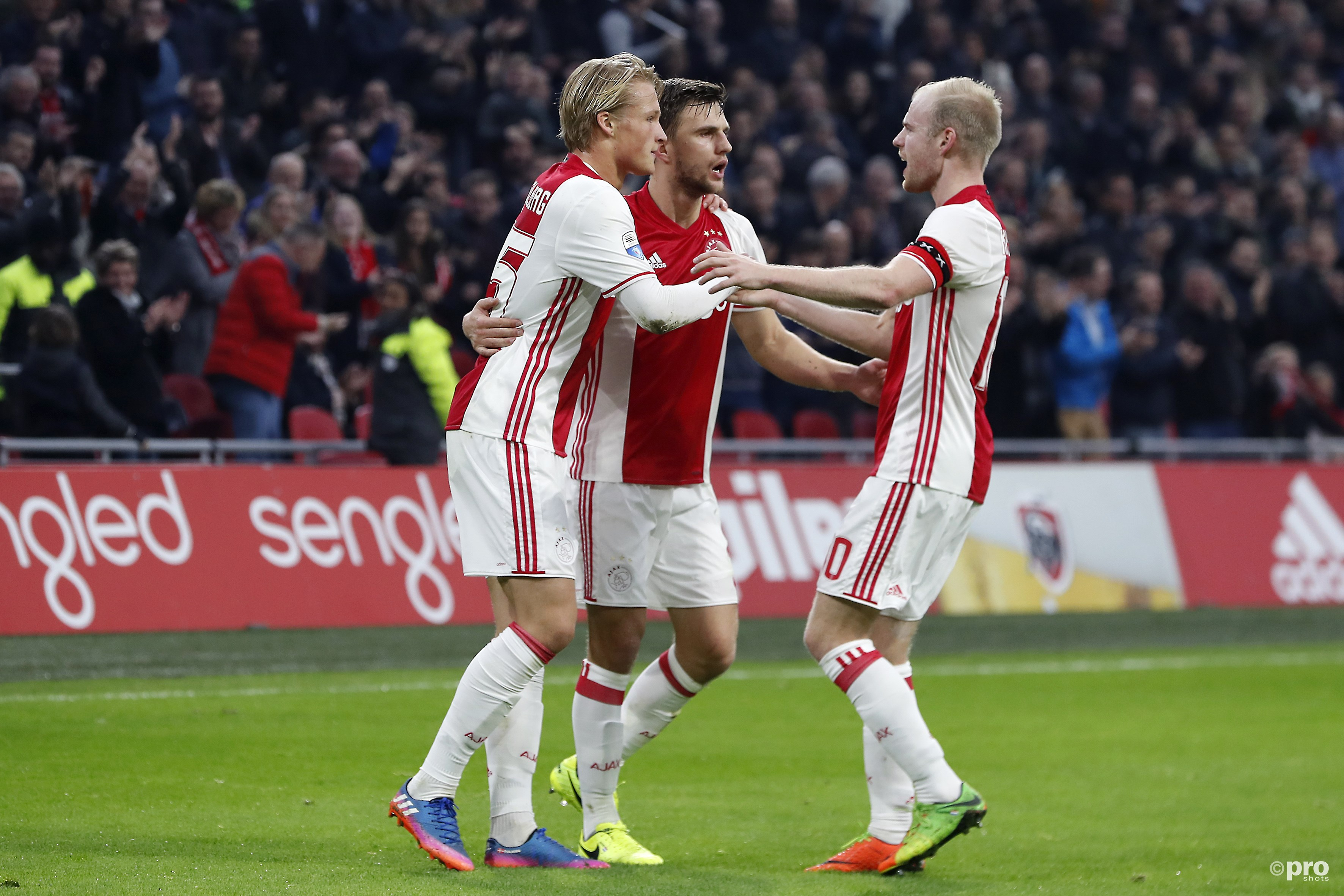 Kasper Dolberg scoort de 1-0 en viert het met Joel Veltman en Davy Klaassen. (PRO SHOTS/Stanley Gontha)