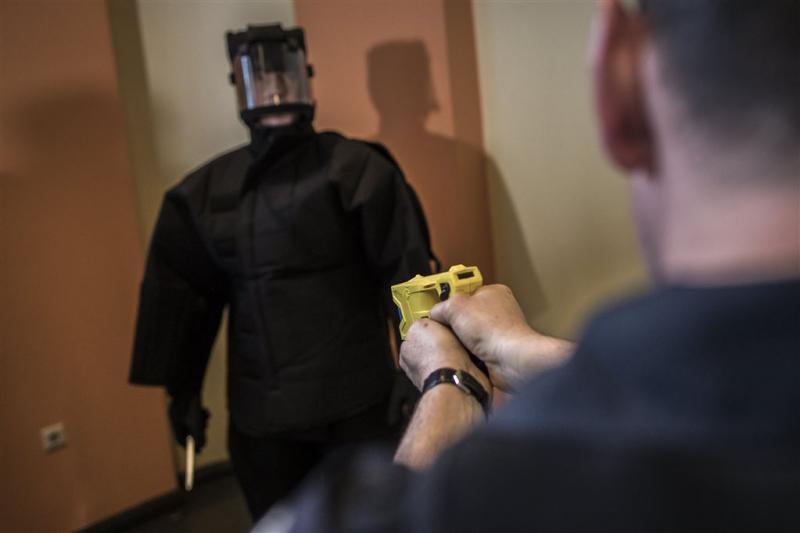 Taserproef valt slecht bij Belgische politie
